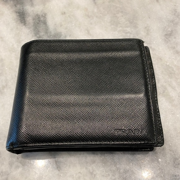 Prada Men's Steffiano Leather Wallet Trifold